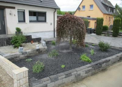 Vorgartengestaltung in Menden-Rauherfeld
